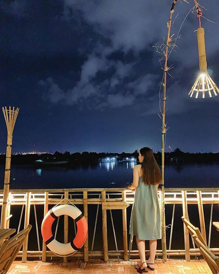 Làng sinh thái ẩm thực Quê Dừa - Cảnh đêm bên sông