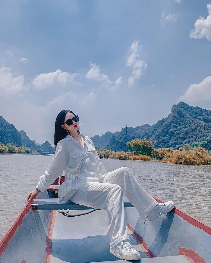 Chùa Hương là một trong những điểm du lịch tâm linh ngày Tết gần Hà Nội