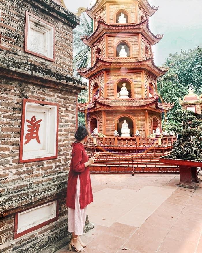 Chùa Trấn Quốc là một trong các điểm du lịch tâm linh ngày Tết gần Hà Nội