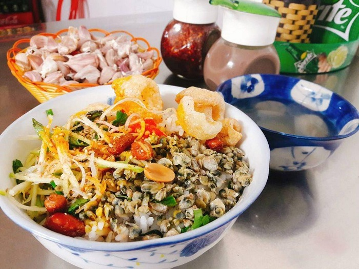 Mussel rice is a delicious dish in Hue that is loved by many diners