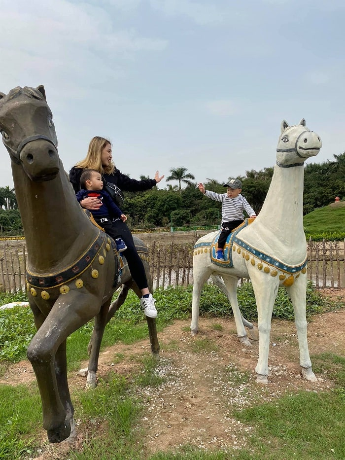horse wedding - children's favorite activity at Truong Thanh Farm in Hai Phong