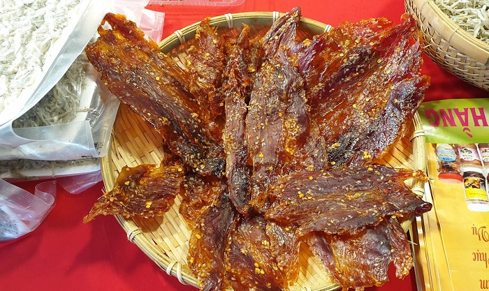 Phu Yen specialties bought as gifts - dried tuna edges