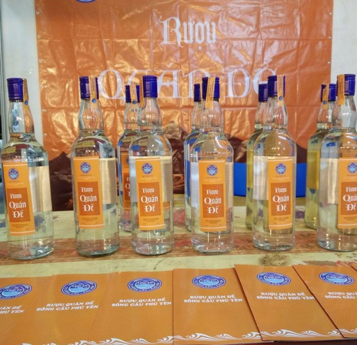 Phu Yen specialties bought as gifts - Quan De wine
