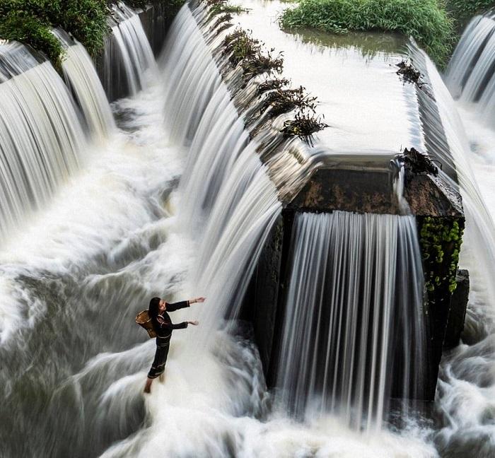 tourism dam W of Dak Nong