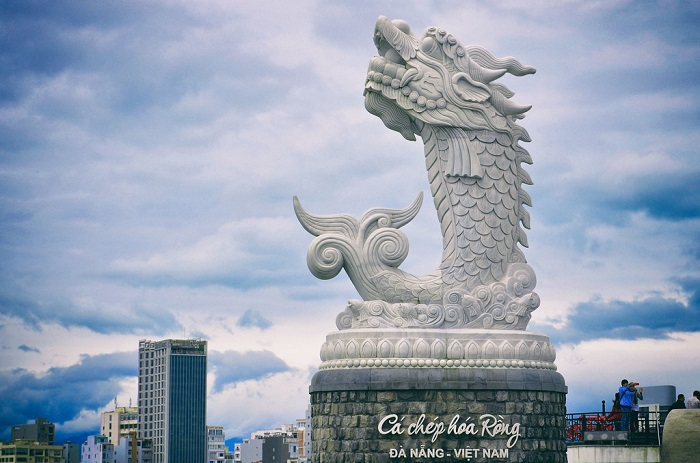 Architectural imprint in the statue of Da Nang Carp Hoa Rong