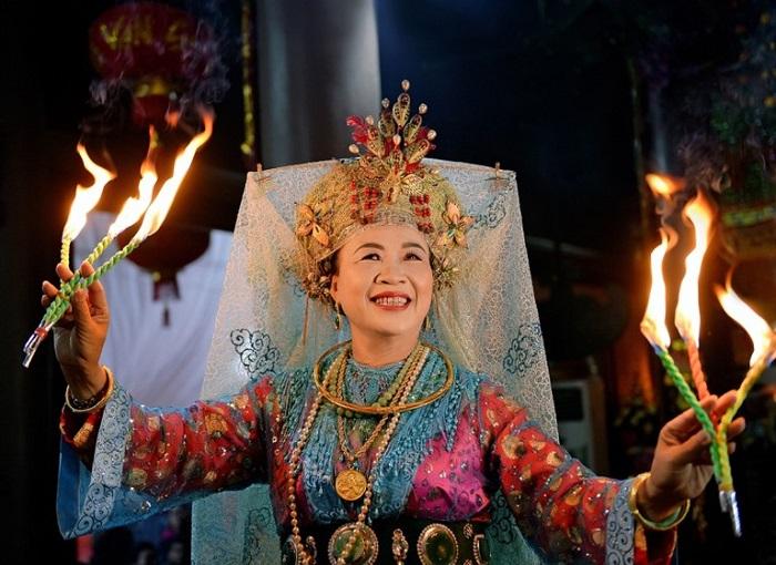 Fortune-telling address in Hanoi - Ms. Hoa