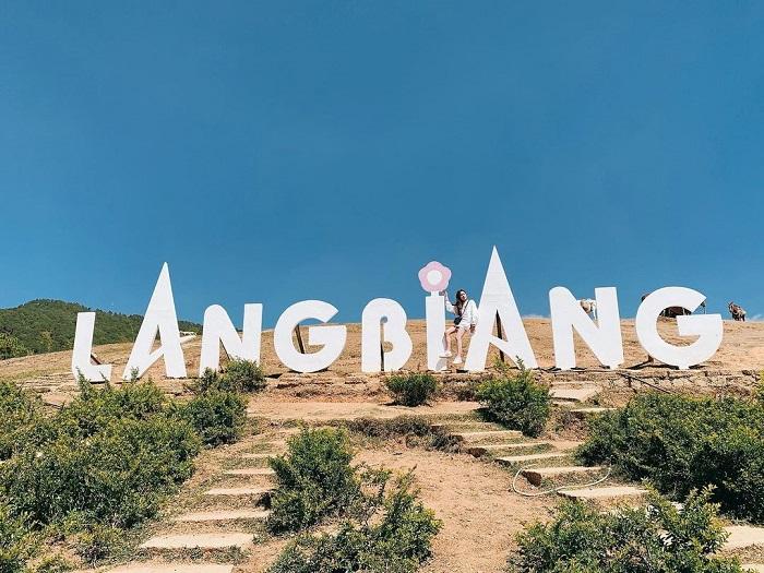 địa điểm du lịch Đà Lạt cho gia đình - check in núi Langbiang