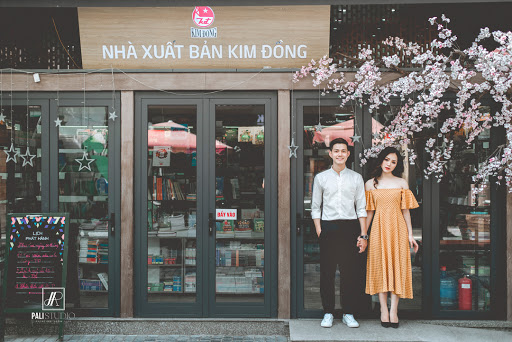 dating place in Hanoi - book street