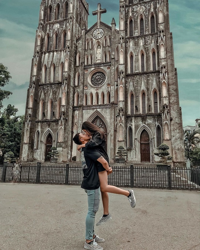 dating location in Hanoi-Cathedral-dannnishere.xoxo_