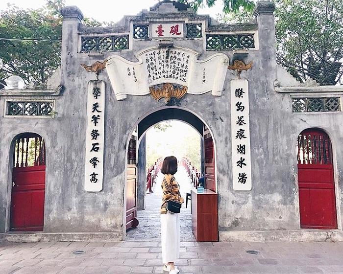 Đền Ngọc Sơn - điểm du lịch tâm linh ngày Tết gần Hà Nội