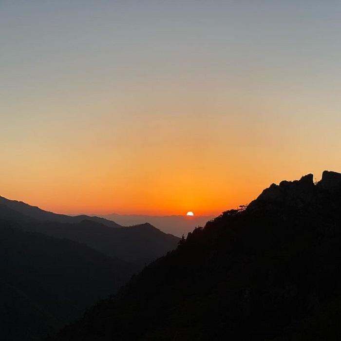 đường mòn đi bộ Hàn Quốc -  ngắm mặt trời mọc núi Seoraksan