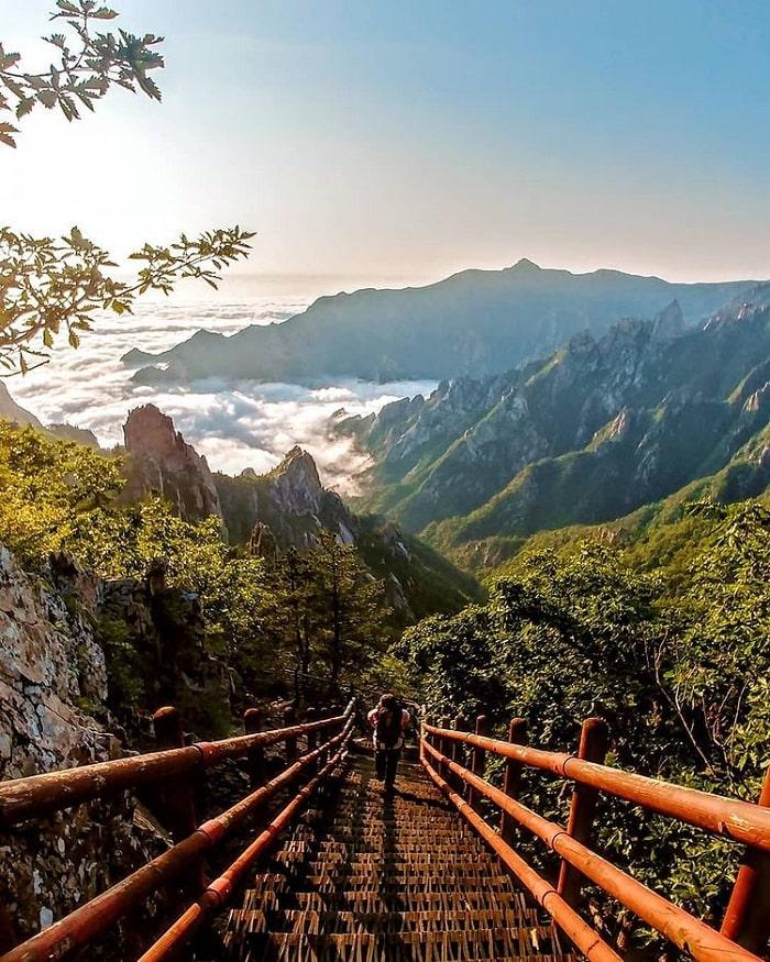 đường mòn đi bộ Hàn Quốc -  ngắm vẻ ngoạn mục núi Seoraksan
