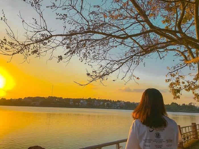 tourism at W dam, visit West Lake