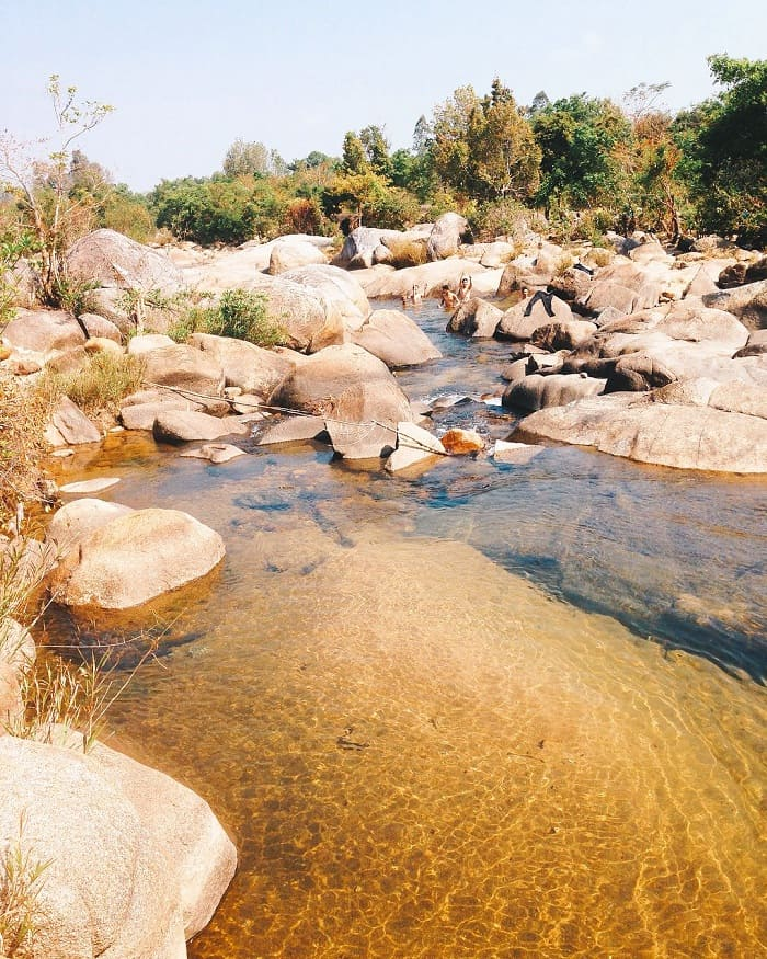 bathing - interesting activities of Krong Kmar waterfall in Dak Lak