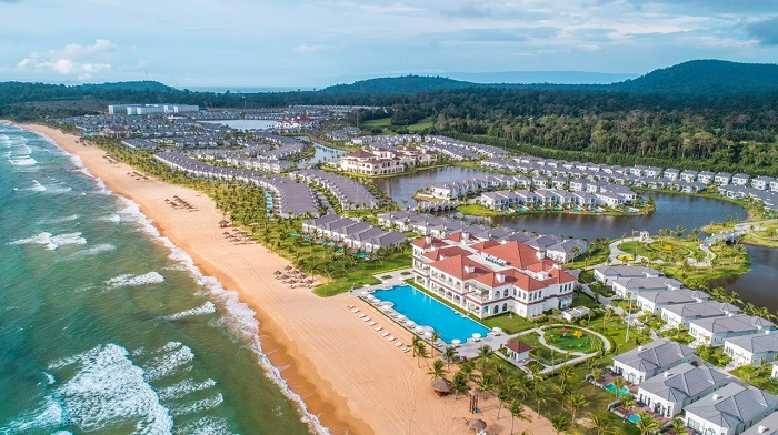 Experience of booking Phu Quoc hotels - beautiful hotels in famous Vinwonders