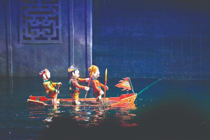 The uniqueness of the water puppetry art