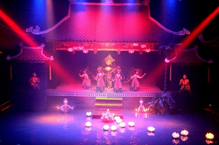 Enjoy water puppetry at the Vietnamese puppet theater