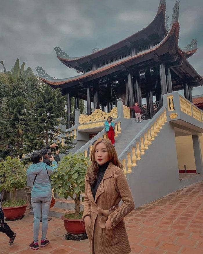 Phủ Tây Hồ - điểm du lịch tâm linh ngày Tết gần Hà Nội