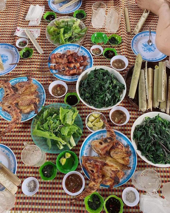 Plei Tieng grilled chicken rice shop in Gia Lai