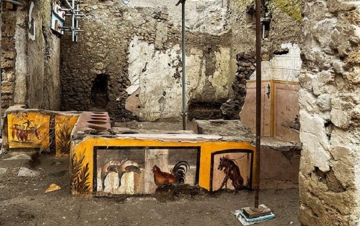 quầy bar 2000 tuổi ở Italy