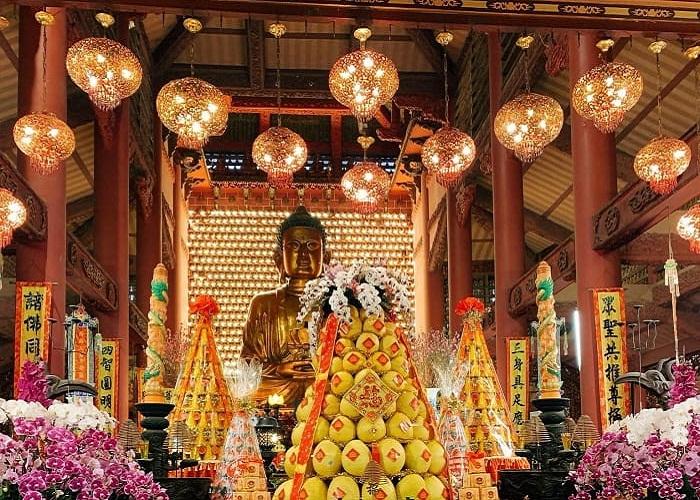 Tết đến xuân về đừng quên đi lễ chùa Đỏ Hải Phòng