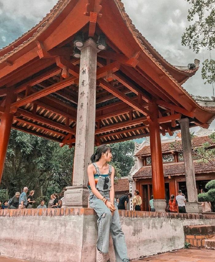 Đền Ngọc Sơn là một trong những điểm du lịch tâm linh ngày Tết gần Hà Nội