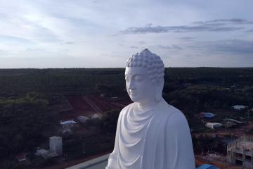 Choáng ngợp trước bức tượng Phật ngồi cao nhất Bình Phước tại chùa Phật Quốc Vạn Thành