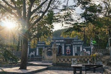 Du xuân, vãn cảnh tại Đền thờ Thánh Mẫu Liễu Hạnh Quảng Bình