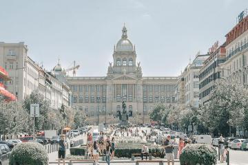 Lạc vào khung cảnh cổ kính của quảng trường Wenceslas ở Praha