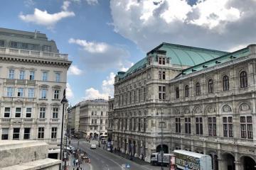 Du lịch Áo chiêm ngưỡng nhà hát Opera Quốc Gia Vienna đẹp lộng lẫy