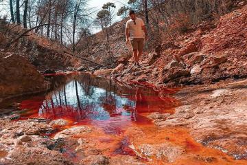 Độc đáo dòng sông đỏ Rio Tinto Tây Ban Nha có màu nước...như máu