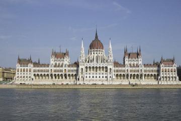 Tòa nhà Quốc hội Hungary - điểm đến thu hút du khách nhất tại 'đất nước rượu vang'