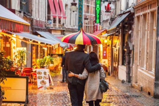 Rue des Bouchers - phố ẩm thực sôi động của Brussels