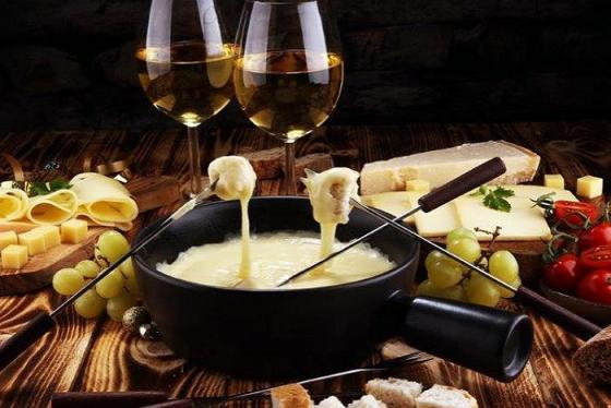 'Mùa đông không lạnh' với món lẩu phô mai Fondue trứ danh của Thụy Sĩ