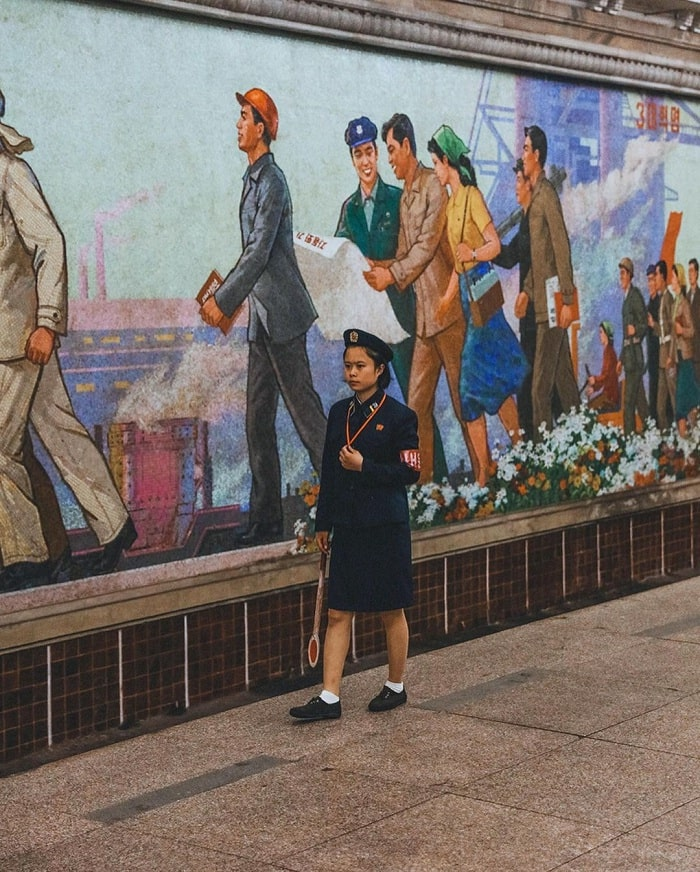 tranh tường - điểm ấn tượng tại tàu điện ngầm Bình Nhưỡng
