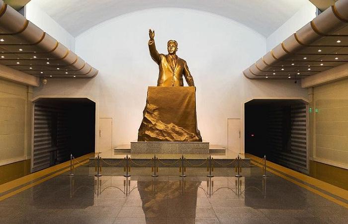 tượng Chủ tịch - điểm nhấn tại tàu điện ngầm Bình Nhưỡng