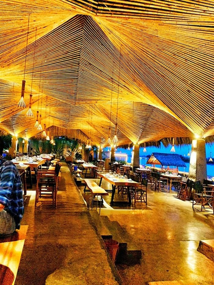 Que Dua culinary ecological village - Wavy bamboo arch