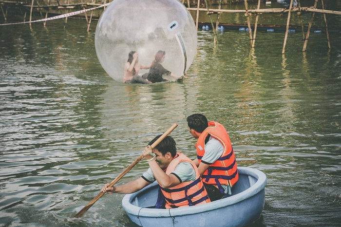 Water games - interesting activities at Long Trung eco-tourism area in Tay Ninh