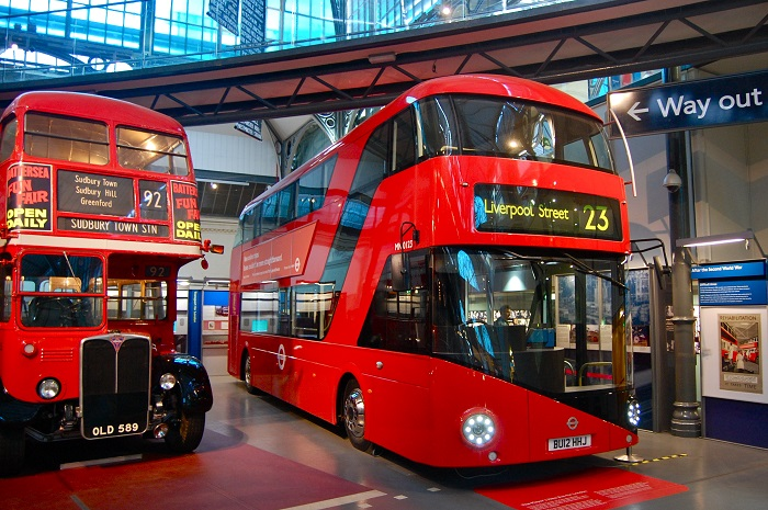 Two-story bus in London - experience when traveling to England