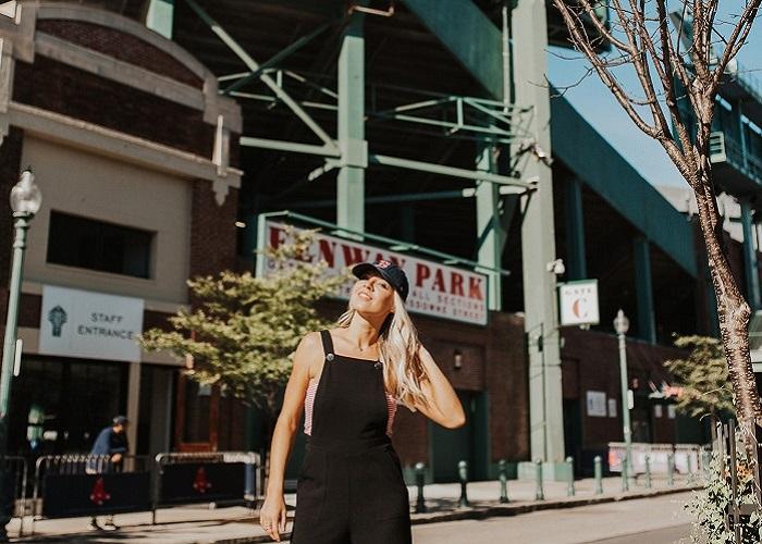 Khám phá bầu không khí sôi động của công viên bóng chày Fenway Park