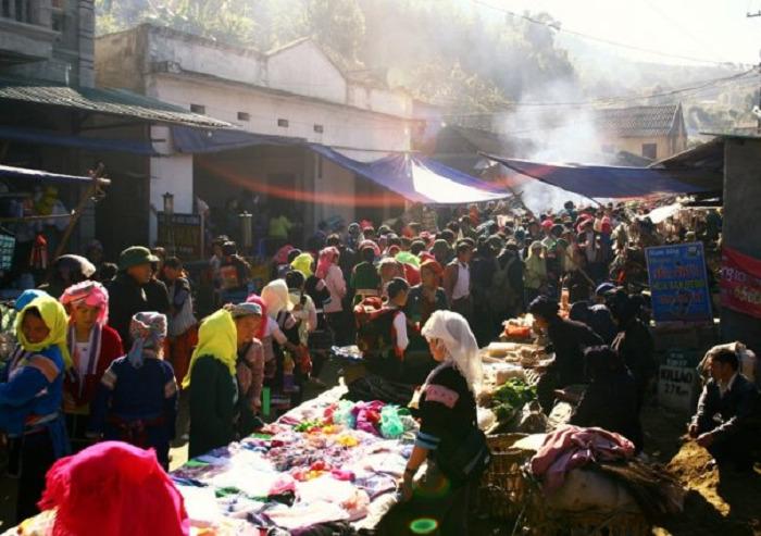 Chợ phiên Dào San Phong Thổ