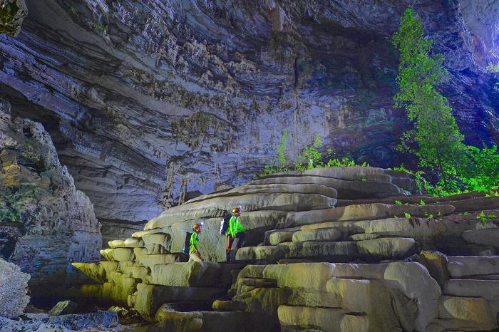 Khám phá những hang động đẹp ở Quảng Bình