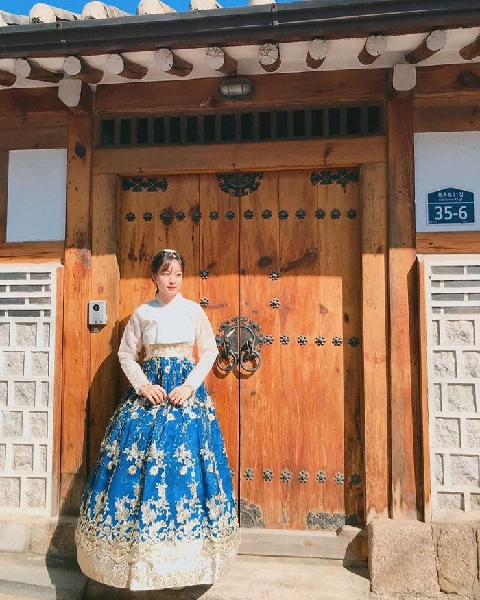 Discover the beauty of Bukchon Hanok village of Korea