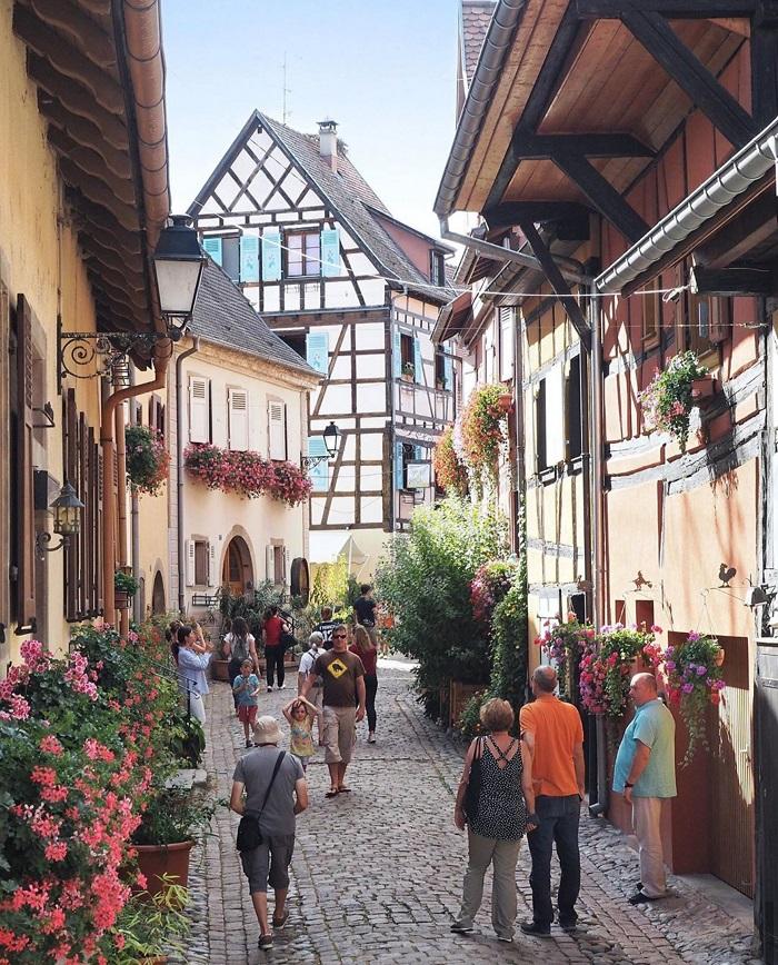 Vẻ đẹp quyến rũ của ngôi làng Eguisheim nước Pháp