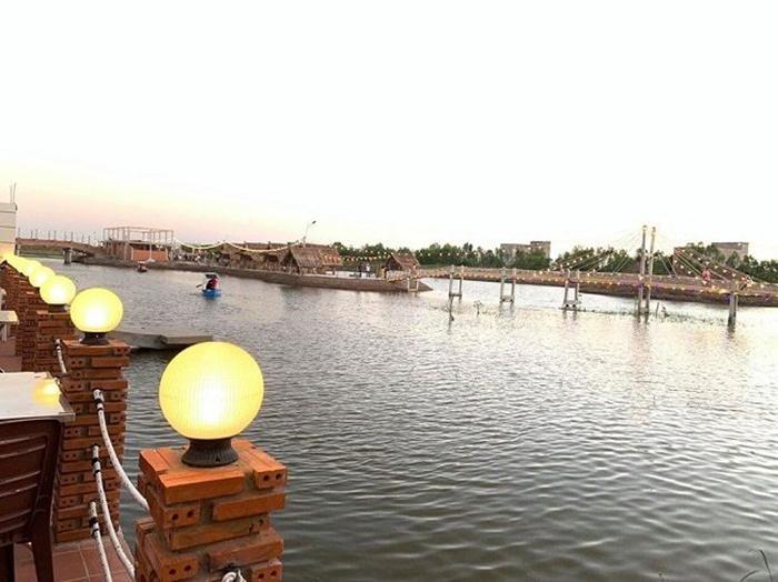 Cảnh quan sông nước tại khu du lịch Làng Yến.
