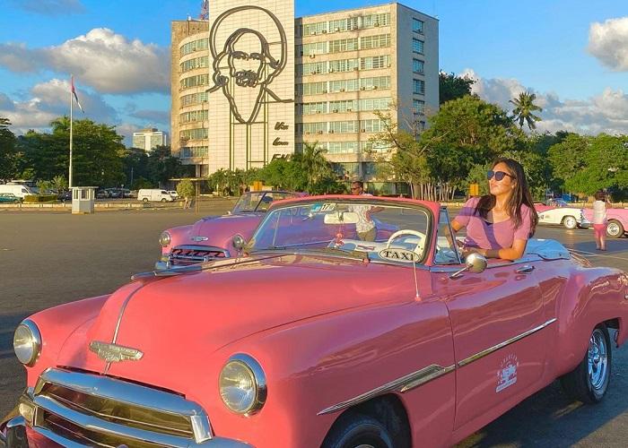 Dạo quanh một vòng quảng trường Plaza de la Revolución – Cuba