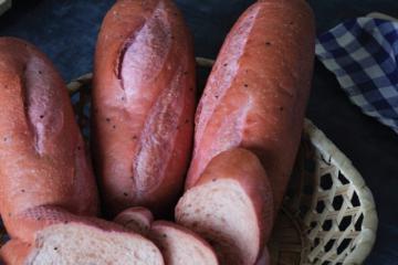 Độc nhất vô nhị bánh mì thanh long tại Việt Nam