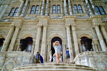 Kiến trúc nguy nga choáng ngợp của cung điện Dolmabahce Thổ Nhĩ Kỳ