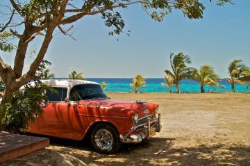 Đi 'đu đưa' cùng hội bạn thân tại Vịnh Con Lợn Cuba