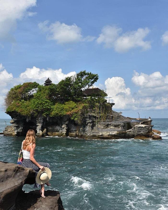 Chụp ảnh tại mỏm đá nhìn ra đền - Những nơi đẹp nhất để chụp ảnh ở Bali